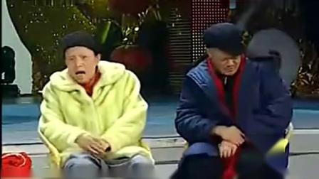 《小催说事》赵本山 宋丹丹 崔永元春晚小品搞笑大全台词 观众笑得嘎嘎嘎的